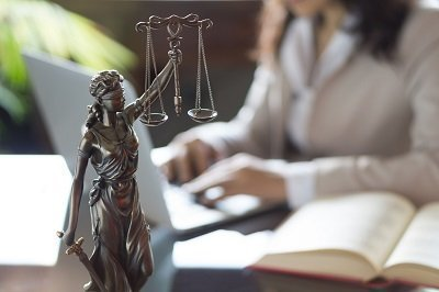 image of lady justice to represent US DOJ's change in domestic violence definition